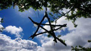 Astrologie: Tirza Kirchner liest den Stand der Himmelskörper.
