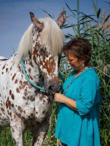 Tierkommunikation: Tirza Kirchner wirbt mit ihrer Arbeit für mehr Verständigung zwischen Mensch und Tier.