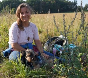 Tirza Kirchner ist Heilpraktikerin und behandelt Mensch und Tier.